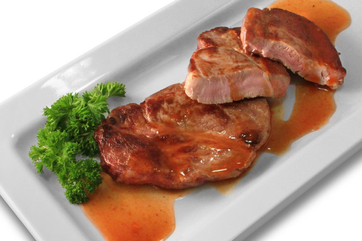 Gebratenes Schweinerückensteak mit Soße / 6,50 € p.P.